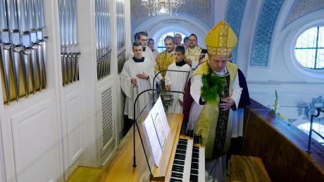 In der Reichlinger Kirche St. Nikolaus erklang erstmals die neue Orgel. Der Weihbischof Florian Wörner segnete das Instrument und hielt die Festpredigt.