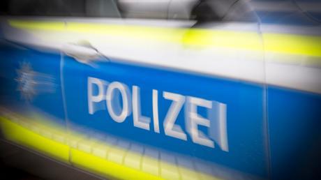 Die Polizei hat zwischen Finning und Windach einen Mann ohne festen Wohnsitz überprüft. Er muss sich jetzt wegen mehrerer Straftaten verantworten.