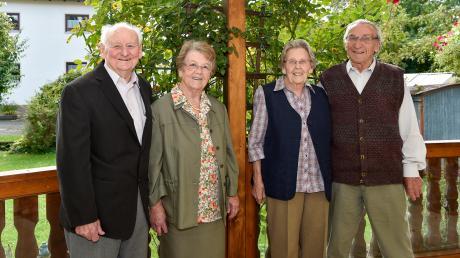 Am Donnerstaggenau vor 60 Jahren haben sich Bernhard und Emma Brandner und Magdalena und Benno Kurz (von links) das Ja-Wort gegeben. Die beiden Ehepaare sind auch seit Jahrzehnten eng befreundet. Am 3. Oktober Heute können sie also Diamantene Hochzeit feiern.