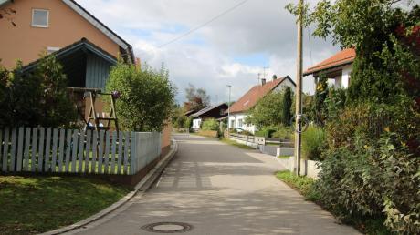 Ein Teil des Dreiweiherwegs in Leeder ist eine historische Straße. Deswegen hat die Gemeinde zu viele Beiträge erhoben.
