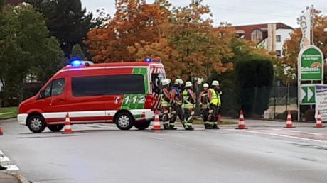 Auf der Carl-Friedrich-Benz-Straße in Landsberg ist am Samstag ein Fußgänger bei einem Unfall so schwer verletzt worden, dass er im Krankenhaus starb.