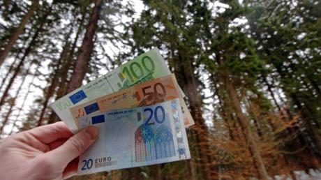 Wem in Leeder ein Anteil an den Gewinnen aus dem Holzverkauf aus dem Gemeindewald zusteht, ist teilweise strittig. Einige Bürger haben in den vergangenen Monaten Ansprüche geltend gemacht. Die Kommune will nun jeden Fall einzeln prüfen.