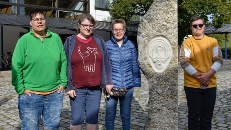 Sie sind Menschen mit Behinderung und ministrieren in der Stadtpfarrei Zu den Heiligen Engeln in Landsberg: (von links) Regina Süßmeier, Corina Demmel, Christine Kletzenbauer und Thomas Rotter.