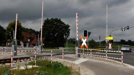 Der Bahnübergang am nördlichen Ortseingang von Schondorf.