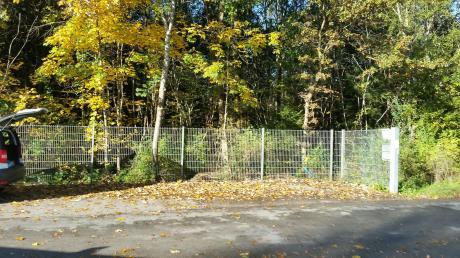 Das Rote Kreuz Landsberg hat als Konsequenz zu den wilden Ablagerungen nun alle elf Altkleidercontainer vom Standort Wiesenring abgezogen.