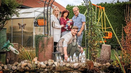 Familie Grünecker: (hinten von links) Anja, Angela (mit Ben) und Albert, (vorne) Sebastian Maier.