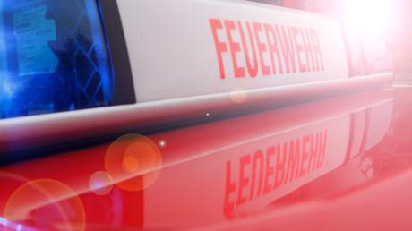 Der Brand eines Pferdestalls in Oberbayern hat einen erheblichen Sachschaden angerichtet - die zehn Pferde konnten aber rechtzeitig gerettet werden.