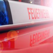 Brand in Königsbrunn: Ein Lastwagen brennt auf dem Gelände eines Baumarktes.