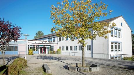 Die Grund- und Mittelschule in Weil: Dort gehen auch etliche Mittelschüler zur Schule, die eigentlich zum Sprengel der Marktgemeinde Kaufering gezählt werden.