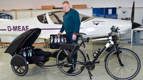 Im Hurlacher Gewerbegebiet hat David Wacker (oben) einen Fahrradanhänger mit Solarantrieb entwickelt.