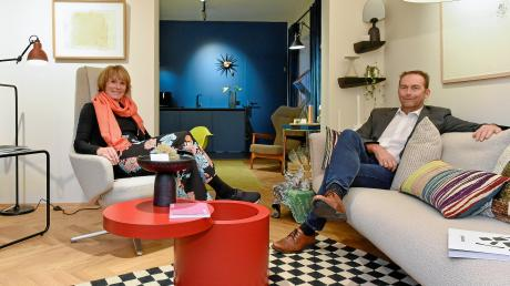 Beatrix Schnellbacher und Gerhard Linke in ihrem Geschäft.