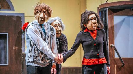 """Die Berliner Theatertruppe """"Familie Flöz"""" brachte das Stück """"Hotel Paradiso"""" auf die Bühne des Landsberger Stadttheaters."""