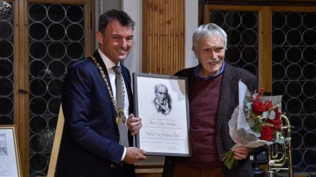 OberbürgermeisterMathias Neuner und der neue Träger des Hubert-von-Herkomer-Preises, Egon Stöckle.