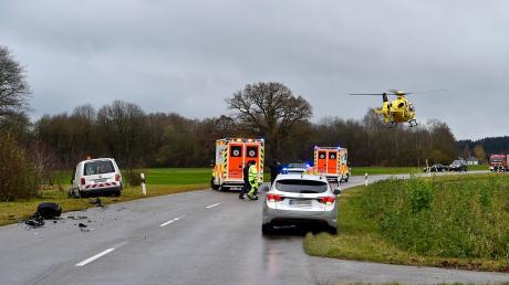 Schwerer Unfall zwischen Landsberg und Erpfting: Vier Personen werden zum Teil schwer verletzt.