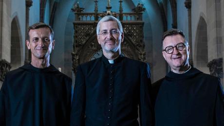 """""""Die Priester"""", das sind (von links) Vianney Meister, Andreas Schätzle und Rhabanus Petri, haben mit """"Halleluja"""" in diesen Tagen ihre neueste CD veröffentlicht."""