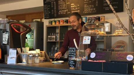 Jörg Lattek und seine Kaffeewerkstatt im Dießener Bahnhofsgebäude sind bald Geschichte. Die Marktgemeinde Dießen hat den Pachtvertrag gekündigt.