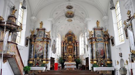 Der Innenraum der Kinsauer Kirche mit dem Hochaltar.