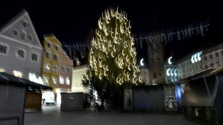 Ob derWeihnachtsbaum am Hauptplatz wegen der Stimmung im Rathaus zittert?