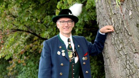 Günter Reitmeier ist seit 22 Jahren Vorsitzender des Scheuringer Trachtenvereins. Jetzt erhielt er das Ehrenzeichen des Bayerischen Ministerpräsidenten.