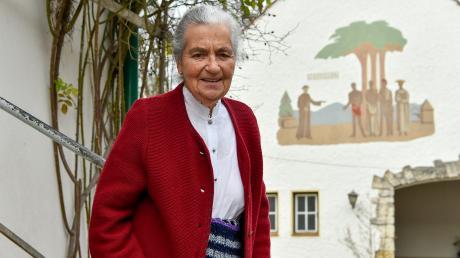 Elisabeth Polke lebt im alten Bahnwärterhäuschen von St. Ottilien, das sie am Sommer liebevoll mit Blumen schmückt. Nun feierte sie ihren 90. Geburtstag.