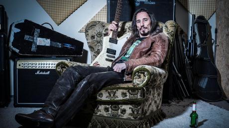Erik Müller liebt die Musik. Der 49-Jährige ist freiberuflicher Gitarrenlehrer und hat sich in Landsberg schon so einigen Musikprojekten gewidmet.