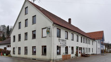 Das ehemalige Wirtshaus Goggl in Unterdießen soll zum Dorfgemeinschaftshaus umgebaut werden. Es gibt Kritik an den Plänen der Gemeinde.