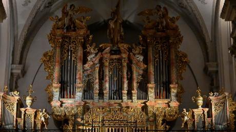 Einen Sekt zur Begrüßung gab es im Olympiakino von Klara Gilk. Johannes Skudlik war am Silvesterabend ab 22 Uhr an der Orgel der Stadtpfarrkirche Mariä Himmelfahrt zu hören.