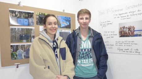 Emma Strohmeier und Jonas Rapp sind vom P-Seminar Geschicht des Ammersee-Gymnasiums. Sie haben sich mit der Geschichte des KZ-Außenlagers in Utting beschäftigt. Die Ergebnisse sind derzeit im B1 ausgestellt.