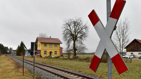 Politisch wird eine Reaktivierung der Fuchstalbahn (unser Bild zeigt die Strecke bei Unterdießen) in den Landkreisen Landsberg und Weilheim-Schongau befürwortet. Doch wie kann sie konkret umgesetzt werden?