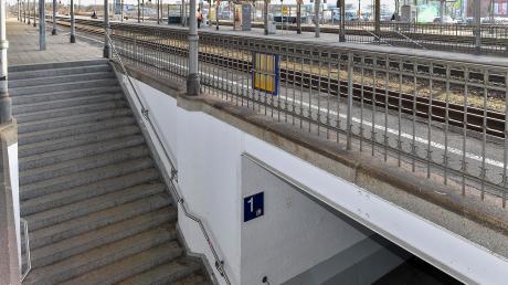 Seit mehreren Jahren drängt die Gemeinde Kaufering darauf, dass der Bahnhof barrierefrei zugänglich gemacht wird. Dies sollte eigentlich bis 2023 umgesetzt werden. Laut Deutscher Bahn wird es nun aber deutlich später der Fall sein.