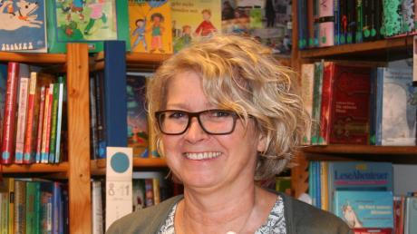 Michaela Dollinger hat für ihre Arbeit in der Bücherstube in Kinsau in den vergangenen 25 Jahren das Ehrenzeichen des Bayerischen Ministerpräsidenten erhalten.