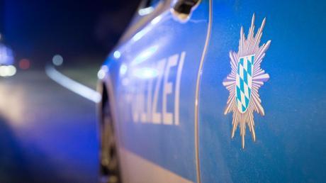 Nach der Prügelattacke von Eishockey-Fans in Landsberg dauern die Ermittlungen der Polizei noch an. Gegen einen schon bekanntenTäter hat der HC Landsberg nun hart durchgegriffen.