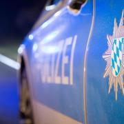 """Die Aichacher Polizei hat einen 15-jährigen Schüler als """"Spiegel-Treter"""" ermittelt."""