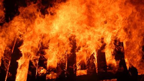 In der Nacht auf Montag hat erneut ein Feldstadel im Landkreis Landsberg gebrannt.