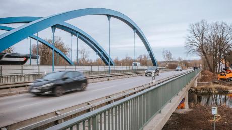 Das größte Bauvorhaben des Staatlichen Bauamts im Straßenbau ist die Neuerrichtung der Amperbrücke, auf der die Staatsstraße zwischen Eching und Inning verläuft.