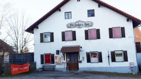 """Das Gasthaus """"Bei Fuchs und Has"""" in Dettenhofen ist Kult. Das Gebäude soll abgerissen werden, deswegen wurde Wirt Stephan Wilkening zum 30. April gekündigt."""