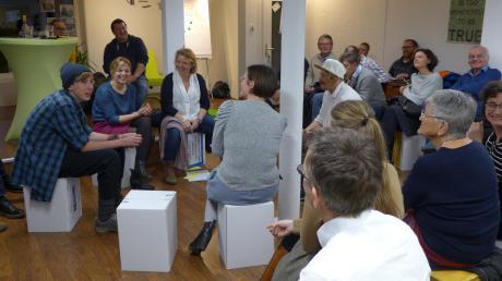 Grünen-Politikerin Katharina Schulze (Zweite von links) diskutierte in Utting darüber, wie die Jugend besser in die Politik eingebunden werden kann.