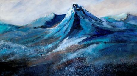 Andrea Reiners Bild: Blue Mountains in Acryl Mischtechnik. Zu sehen derzeit im Altstadtsaal der VR Bank Landsberg Ammersee.