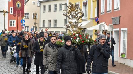 Die Landsberger Katholiken haben am Sonntag das Sebastiansfest mit einer großen Prozession durch die Innenstadt gefeiert.