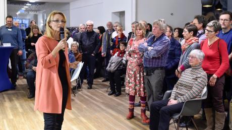 Die UBV Landsberg und ihre Bürgermeisterkandidatin Doris Baumgartl bei der Auftaktveranstaltung des Wahlkampfs.