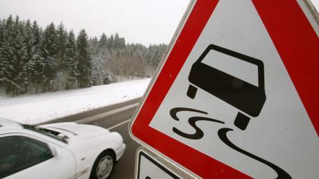 Wegen winterlicher Straßenverhältnisse kam es am Sonntag zu zwei Unfällen bei Emersacker.