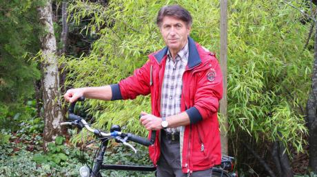 Josef Neumair ist in seinem Geburtsort viel mit dem Rad unterwegs und erkundet dessen Geschichte, die er nun in einem Buch festhalten will.