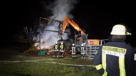Zwölf Brände werden zur Serie gezählt, die von Mitte Dezember bis Mitte Januar im Landkreis Landsberg gewütet hat. Dieses Foto stammt vom Brand einer Feldscheune bei Reichling am zweiten Weihnachtsfeiertag.