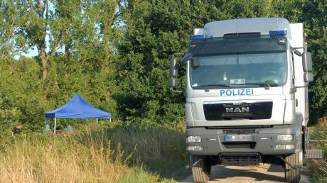 Auf einer Brachfläche bei Katlenburg-Lindau in Niedersachsen wurde 2017 die zerstückelte Leiche eines 37-jährigen Mannes vergraben, den ein 29-jähriger Mann, der aus Landsberg stammt, getötet hatte. Jetzt musste sich der Helfer des Täters vor Gericht verantworten.