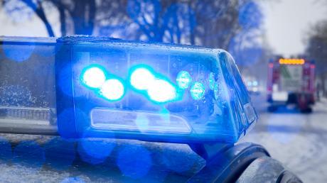 Ein Fahrradfahrer verletzte sich beim Zusammenstoß mit einem Auto.