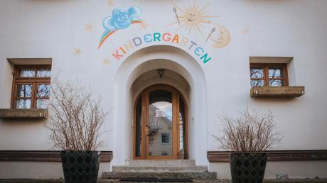 Noch erinnert an der ehemaligen Schule in Unterfinning vieles an den Kindergarten, der hier bis 2018 war. Aber es wird schon länger darüber nachgedacht, hier eine Tagespflege für Senioren einzurichten.