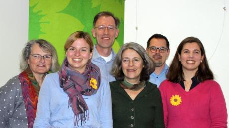 Katharina Schulze (Zweite von links) sprach im Blauen Haus über Hass im Netz. Mit dabei waren (von links) Petra Sander, Holger Kramer, Gabriele Übler, Peter Friedl und Franziska Emmerling.