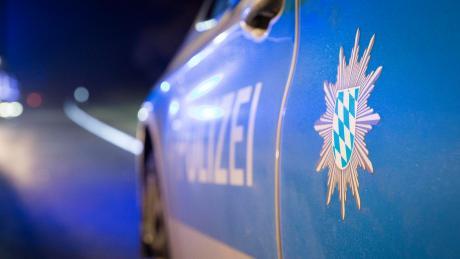 Ein betrunkener Autofahrer hat am Montagabend auf der A8 bei Brunnthal im Landkreis München einen Unfall gebaut.