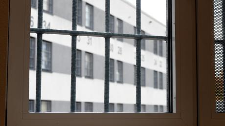 Ein Mann aus dem Landkreis Landsberg musste sich jetzt wegen Körperverletzung vor Gericht verantworten. Er wollte nach der Verhandlung zurück ins Gefängnis.