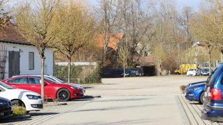 Auf dem Areal am Bahnhof in Dießen gibt es bereits Parkplätze.